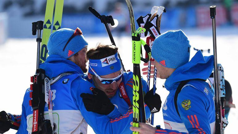 Суббота. Хохфильцен. Антон ШИПУЛИН (в центре) принимает поздравления с победой. Фото AFP