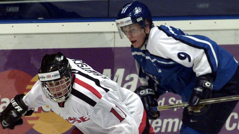 2002 год. Микко КОЙВУ в игре за молодежку. Фото Reuters