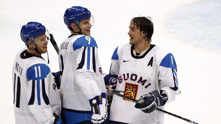 2010 год. Микко (слева) и Саку КОЙВУ и Теему СЕЛЯННЕ (справа) на Олимпиаде в Ванкувере. Фото Reuters