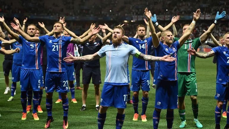 27 июня 2016 года. Ницца. Англия - Исландия - 1:2. Игроки сборной Исландии празднуют историческую победу в 1/8 финала Euro-2016. Фото AFP