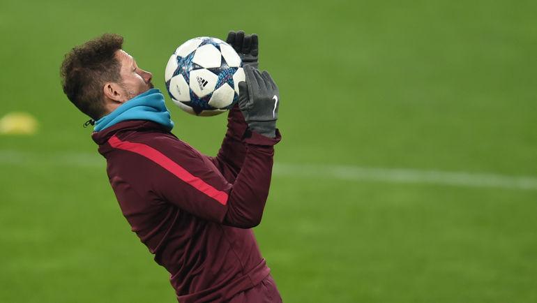"""Вчера. Леверкузен. Диего СИМЕОНЕ на тренировке """"Атлетико"""". Фото AFP"""