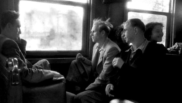 Спартаковцы Алексей ПАРАМОНОВ (слева), Юрий СЕДОВ (в центре) и Олег ТИМАКОВ в подмосковной электричке. Фото «СЭ»