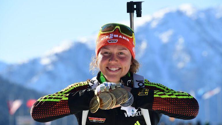 Лаура ДАЛЬМАЙЕР с пять золотыми медалями, завоеванными в Хохфильцене. Фото AFP