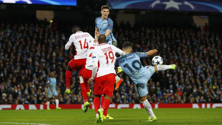 "Вчера. Манчестер. ""Манчестер Сити"" - ""Монако"" - 5:3. 71-я минута. Серхио АГУЭРО во второй раз сравнивает счет. Фото Reuters"