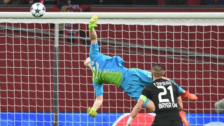 """Вчера. Леверкузен. """"Байер"""" - """"Атлетико"""" - 2:4. 17-я минута. Гол Сауля. Фото AFP"""