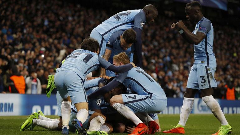 "Вторник. Манчестер. ""Манчестер Сити"" - ""Монако"" - 5:3. Хозяева празднуют пятый забитый гол. Фото Reuters"