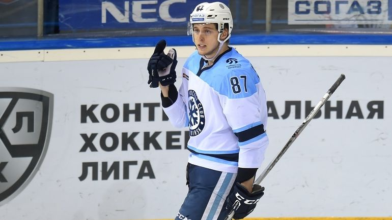 Нападаюищий Максим ШАЛУНОВ. Фото photo.khl.ru