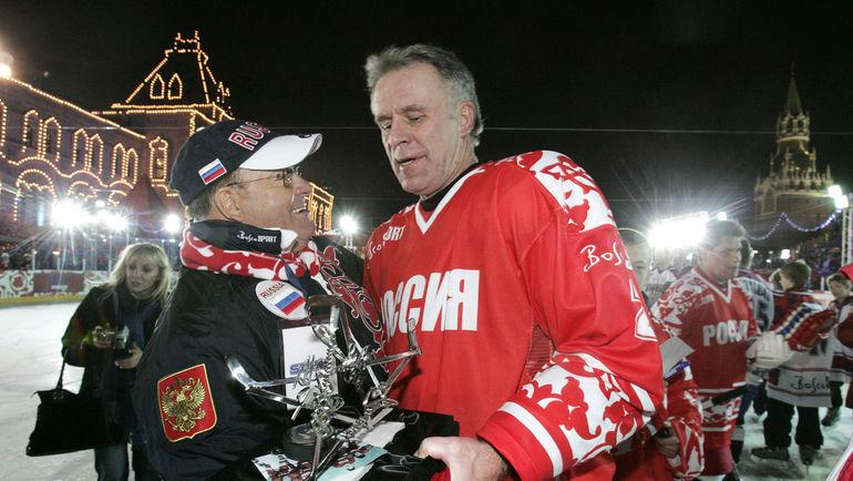 Скотти БОУМЭН и Вячеслав ФЕТИСОВ. Фото AFP