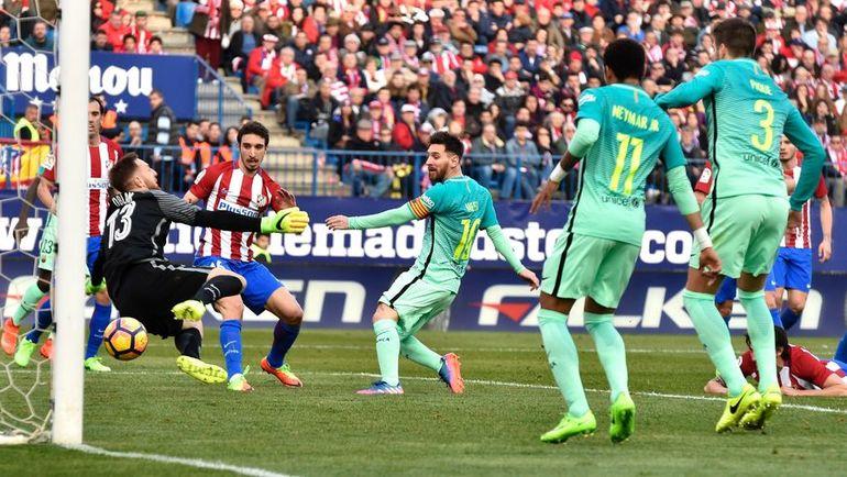"""Сегодня. Мадрид. """"Атлетико"""" – """"Барселона"""" – 1:2. Лионель МЕССИ (в центре) забивает победный гол."""