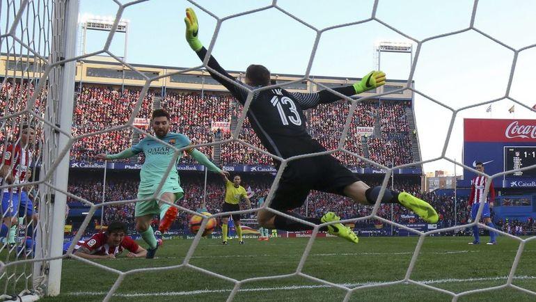 """Сегодня. Мадрид. """"Атлетико"""" - """"Барселона"""" - 1:2. 86-я минута. Победный гол Лионеля МЕССИ. Фото Reuters"""