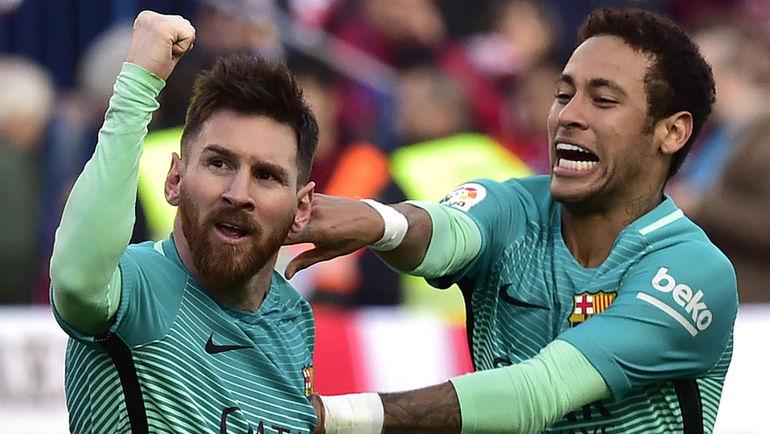 """Вчера. Мадрид. """"Атлетико"""" - """"Барселона"""" - 1:2. Лионель МЕССИ (слева) празднует победный гол с НЕЙМАРОМ. Фото AFP"""
