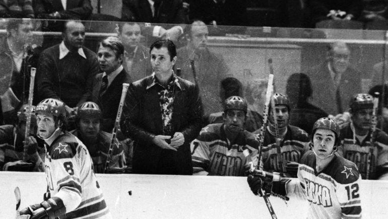 На скамейке Виктор ТИХОНОВ, Борис МИХАЙЛОВ, Валерий ХАРЛАМОВ и Владимир ПЕТРОВ. Фото Анатолий БОЧИНИН