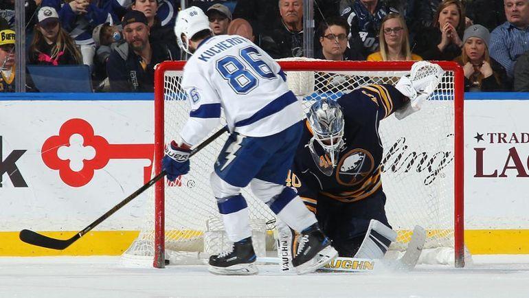 """Суббота. Баффало. """"Баффало"""" - """"Тампа-Бэй"""" - 1:2 Б. Никита КУЧЕРОВ исполняет победный буллит. Фото NHL"""