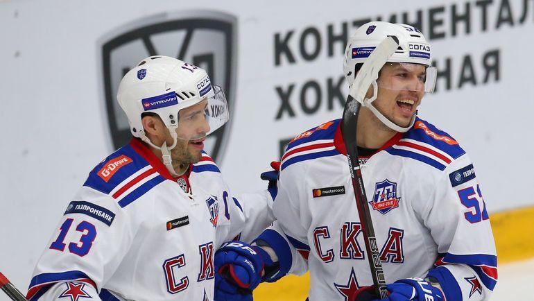 Павел ДАЦЮК (слева). Фото photo.khl.ru