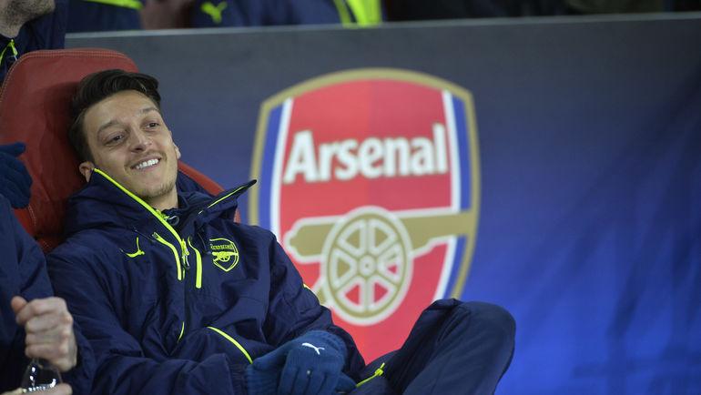 """Вторник. Лондон. """"Арсенал"""" - """"Бавария"""" - 1:5. Что вызвало улыбку на лице Месута ЕЗИЛА? Фото AFP"""