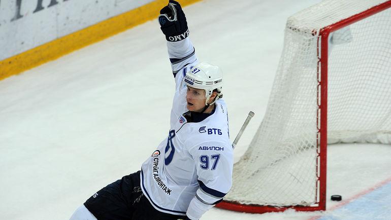 Максим КАРПОВ празднует гол. Фото photo.khl.ru