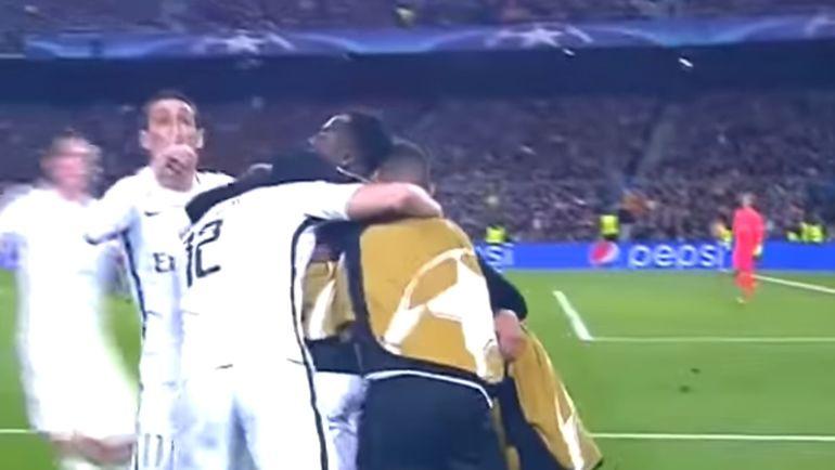 """62-я минута. Футболисты """"ПСЖ"""" празднуют гол, а Анхель ДИ МАРИЯ (слева) прикладывает палец к губам."""