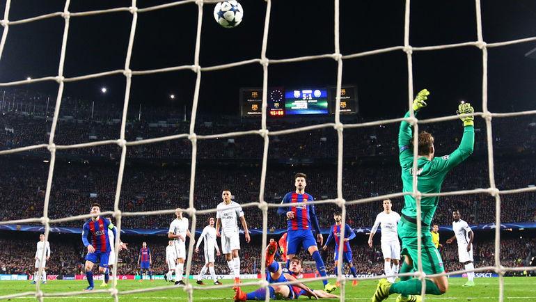 "Среда. Барселона. ""Барселона"" - ""ПСЖ"" - 6:1. 90+5-я минута. Гол СЕРХИ РОБЕРТО (в центре, на газоне). Фото Reuters"