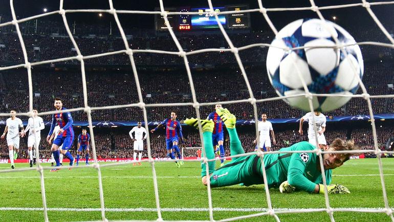 "Среда. Барселона. ""Барселона"" - ""ПСЖ"" - 6:1. В ворота Кевина ТРАППА было назначено два пенальти. Фото REUTERS"