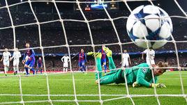 """Среда. Барселона. """"Барселона"""" - """"ПСЖ"""" - 6:1. В ворота Кевина ТРАППА было назначено два пенальти."""