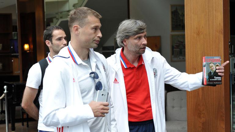 Сергей ОВЧИННИКОВ (справа) и Василий БЕРЕЗУЦКИЙ. Фото Алексей ИВАНОВ, «СЭ»