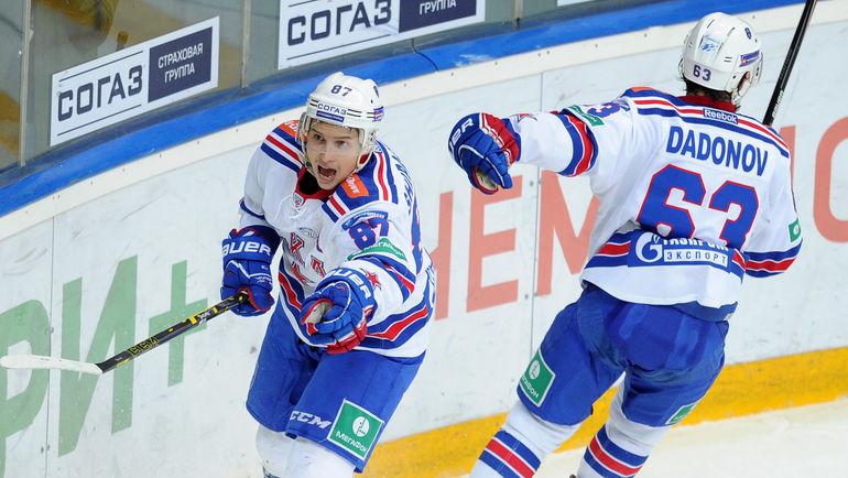 Игроки СКА Вадим ШИПАЧЕВ (слева) и Евгений ДАДОНОВ. Фото Никита УСПЕНСКИЙ, «СЭ»