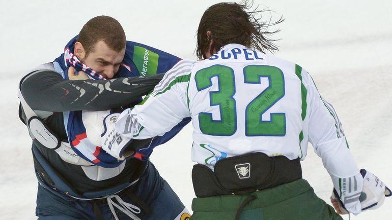 """Брент СОПЕЛ в """"Салавате"""" (справа). Фото photo.khl.ru"""