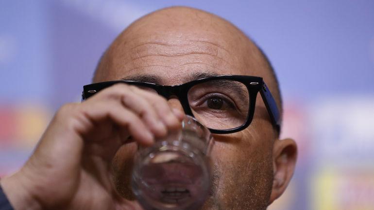 Вчера. Лестер. Хорхе САМПАОЛИ на предматчевой пресс-конференции. Фото AFP