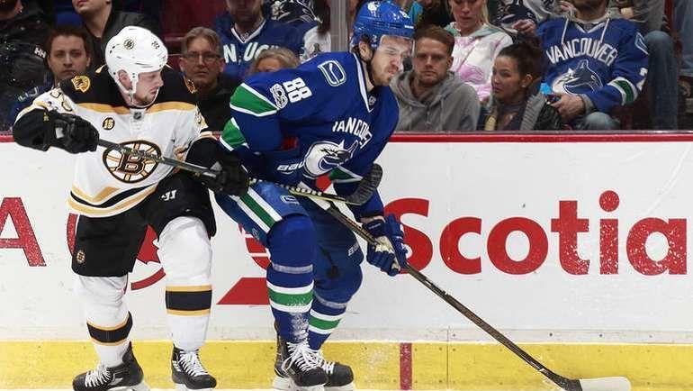 """Понедельник. Ванкувер. """"Ванкувер"""" - """"Бостон"""" - 3:7. Никита ТРЯМКИН (№88). Фото NHL.com"""