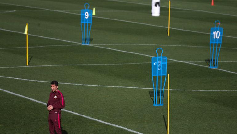 "Вчера. Мадрид. Диего СИМЕОНЕ накануне матча с ""Байером"". Фото Reuters"