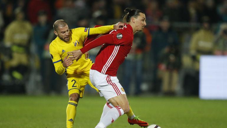 Тимофей КАЛАЧЕВ в Манчестере на поле точно не выйдет, а вот Златан ИБРАГИМОВИЧ наверняка сыграет с первых минут. Фото Reuters