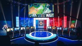 По мировым стандартам: в Москве открылась киберспортивная арена Riot