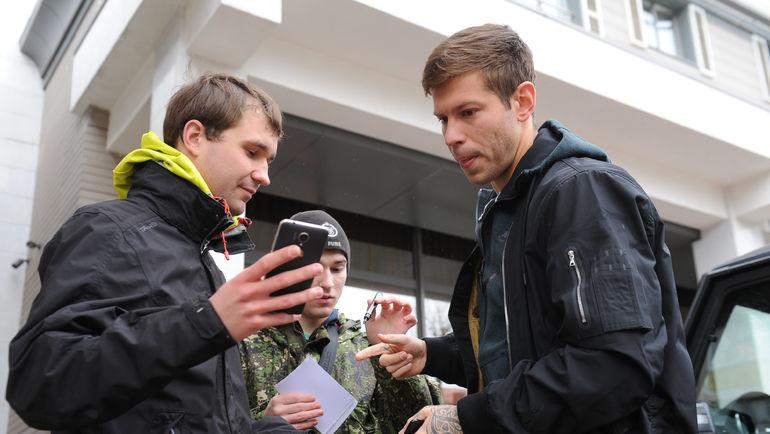Федор СМОЛОВ у отеля сборной в Краснодаре. Фото Александр ФЕДОРОВ, «СЭ»