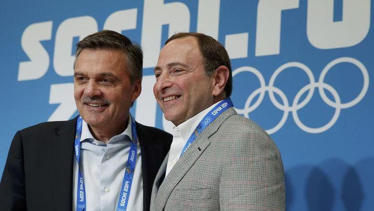 Комиссар НХЛ Гэри БЭТТМЕН (справа) и глава ИИХФ Рене ФАЗЕЛЬ в Сочи-2014. Фото Reuters