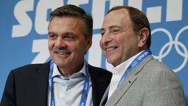 Комиссар НХЛ Гэри БЭТТМЕН (справа) и глава ИИХФ Рене ФАЗЕЛЬ в Сочи-2014.