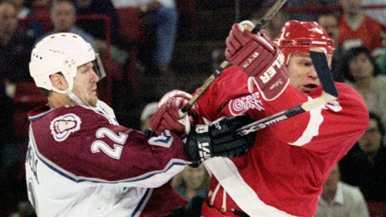 Клод ЛЕМЬЕ (слева, против Вячеслава ФЕТИСОВА). Фото Reuters