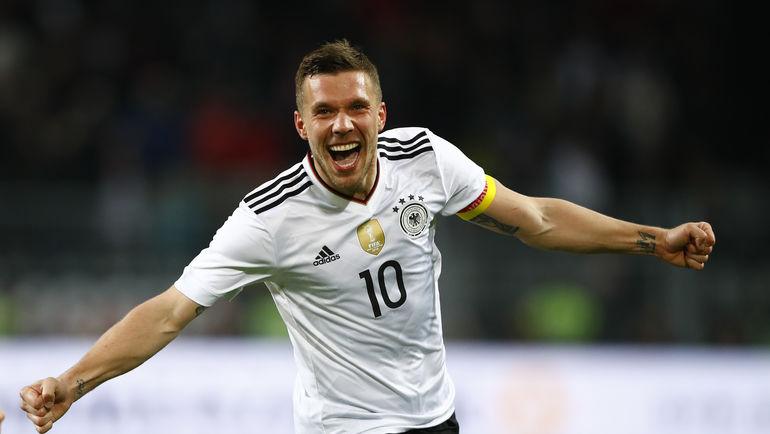 Вчера. Дортмунд. Германия - Англия - 1:0. 69-я минута. Радость автора гола Лукаса ПОДОЛЬСКИ. Фото Reuters