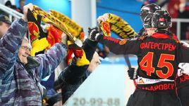 """Сегодня. Хабаровск. """"СКА-Нефтяник"""" - """"Енисей"""" - 2:1. Хабаровский клуб впервые в истории получил право сыграть в финале национального чемпионата."""