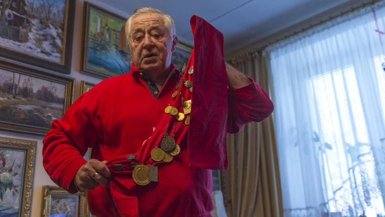 Март. Москва. Юрий ШАЛЬНОВ и его фотоальбом. Фото Юрий ГОЛЫШАК , «СЭ»