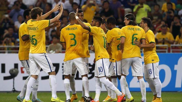 14 октября 2014 года. Япония - Бразилия - 0:4. Единственный матч МАРИУ ФЕРНАНДЕСА (№16) за сборную Бразилии. Фото Reuters
