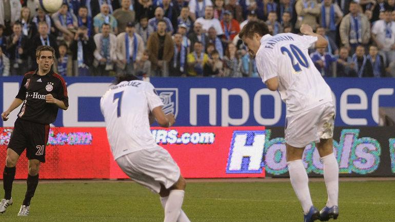 """1 мая 2008 года. Санкт-Петербург. """"Зенит"""" - """"Бавария"""" - 4:0. 54-я минута. Виктор ФАЙЗУЛИН делает счет в игре разгромным. Фото Reuters"""