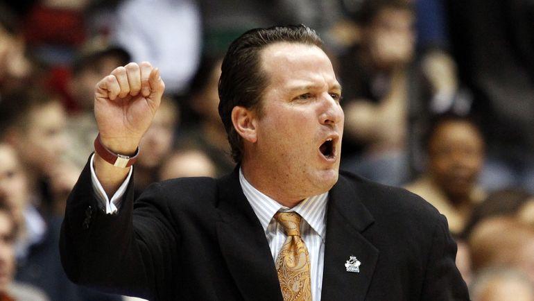 Брукс ТОМПСОН в 2011 году, когда он уже тренировал команду университета Техаса. Фото REUTERS