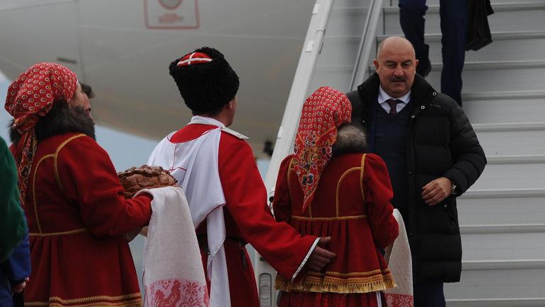 Станислав ЧЕРЧЕСОВ в сочинском аэропорту после перелета из Краснодара. Фото Александр ФЕДОРОВ, «СЭ»