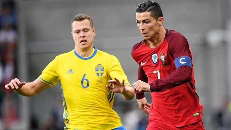 Вторник. Фуншал. Португалия - Швеция - 2:3. Криштиану РОНАЛДУ (справа) отличился на родной Мадейре, а Виктор КЛАССОН поучаствовал во всех трех голах своей команды. Фото AFP