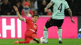 Вторник. Сочи. Россия - Бельгия - 3:3. Алан ДЗАГОЕВ, получивший травму в этом матче, против Раджи НАИНГГОЛАНА.
