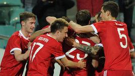 Вторник. Сочи. Россия - Бельгия - 3:3. Футболисты сборной России празднуют гол.