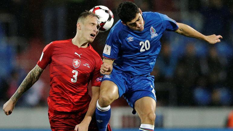 Рамиль ШЕЙДАЕВ (справа) теперь играет за Азербайджан. Фото Reuters