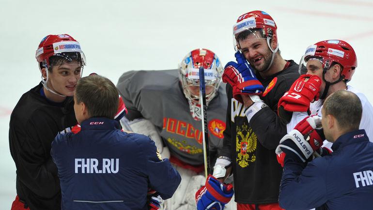 Александр РАДУЛОВ (в центре) в составе сборной России. Фото Александр ФЕДОРОВ, «СЭ»