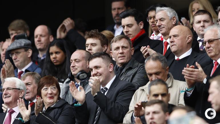"Сегодня. Ливерпуль. ""Ливерпуль"" - ""Эвертон"" - 3:1. Актер Дэниэл КРЕЙГ на трибуне."
