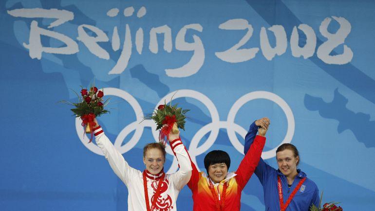 На пьедестале - россиянка Оксана СЛИВЕНКО (слева), китаянка ЛЮ Чуньхун (в центре) и украинка Наталья ДАВЫДОВА. Фото AFP